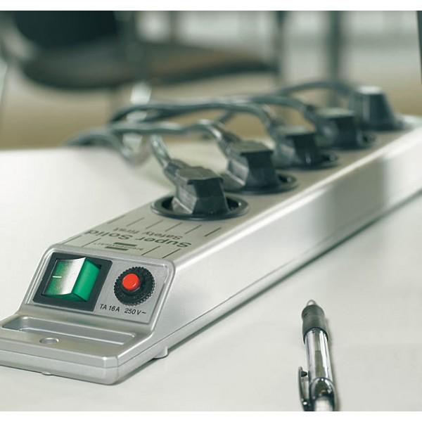 Brennenstuhl Super-Solid 13.500A Überspannungsschutz-Steckdosenleiste 5-fach Anwendungsbeispiel
