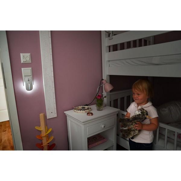 Brennenstuhl LED Nachtlicht - Anwendungsbeispiel mit D??mmerungs-Frontlicht und r??ckseitigem Bewegungslicht