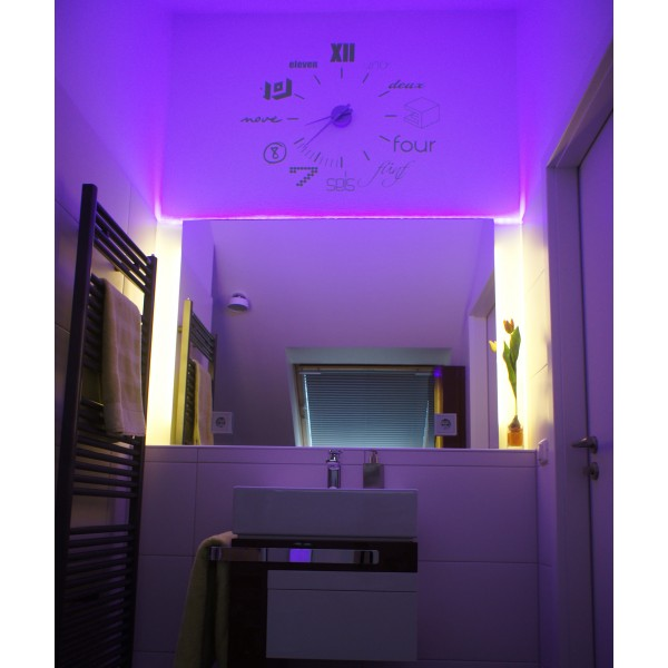 Badbeleuchtung in lila