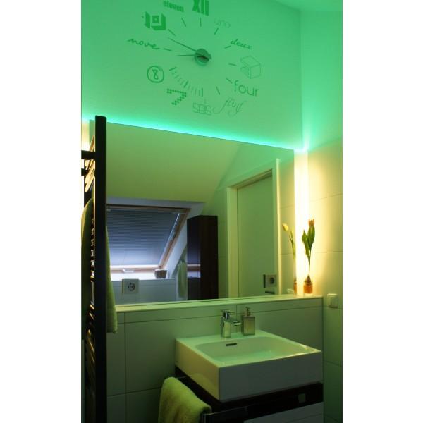 Professioneller RGB LED Streifen (60 LED/m, IP65, 24V) mit Controller, Funkfernbedienung und Netzteil