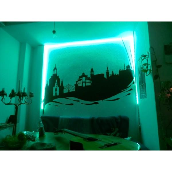 türkise Beleuchtung mit dem RGBW Streifen