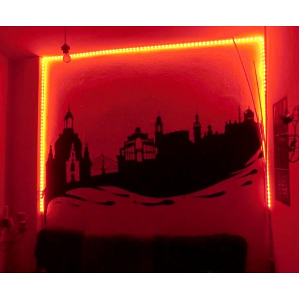 Beleuchtung einer Wand in rot