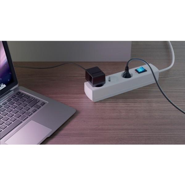 Kopp UNOversal 6-fach Steckdosenleiste mit Schalter, 3m Zuleitung - Anwendungsbeispiel
